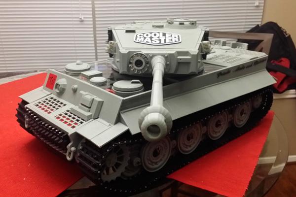 Полноценный системный блок в виде танка