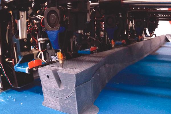 Autodesk разработал мультиголовочный 3d принтер для быстрой печати огромных деталей