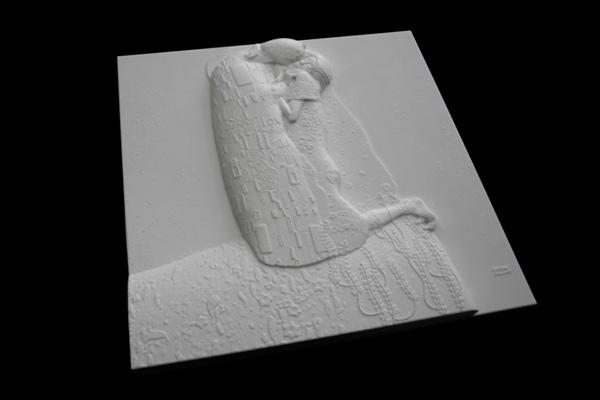 """Музей в Бельведере представил картину """"Поцелуй"""" в напечатанном виде."""