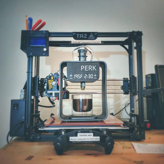 Братья использовали 3d принтер и нанотехнологии для создания кофемашины